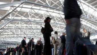 Die Daten von Flugpassagieren sollen in Europa künftig gespeichert werden (Symbolbild)