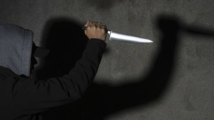 Mit einem Messer verletzte der Serbe seinen brasilianischen Kollegen am Arm. (Symbolbild)