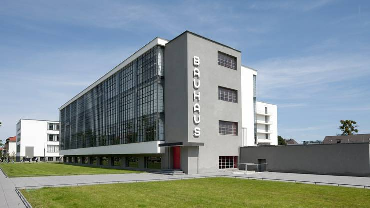 Das Bauhaus Dessau. Walter Gropius baute die Schule 1925–26. Sie wirkte damals wie ein utopisches Ufo.