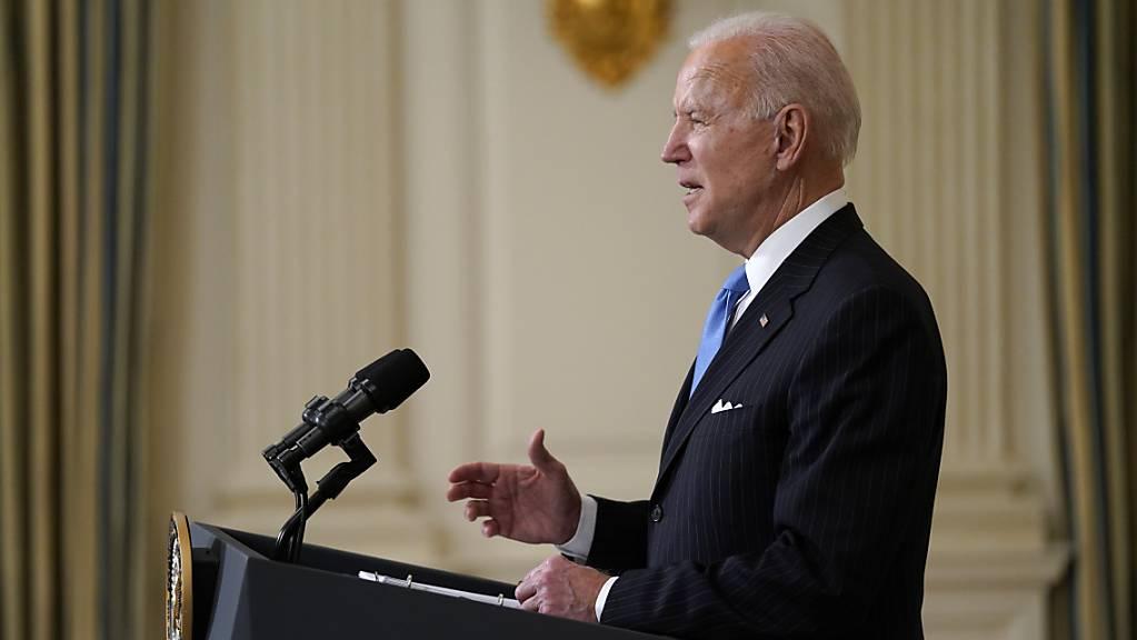 US-Präsident Joe Biden spricht bei einer Pressekonferenz im State Dining Room des Weißen Hauses über die Bemühungen zur Bekämpfung von COVID-19. Foto: Evan Vucci/AP/dpa