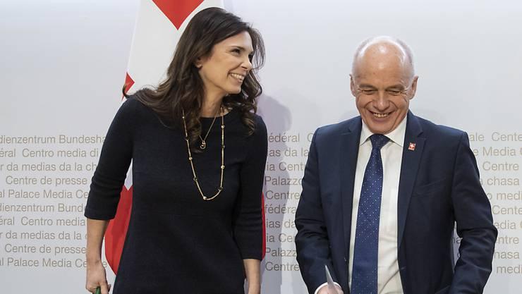 Mit Daniela Stoffel hat Finanzminister Ueli Maurer eine neue Staatssekretärin für internationale Finanzfragen im Boot. Maurer stellt die neue Kadermitarbeiterin am Mittwoch den Bundeshausmedien vor.