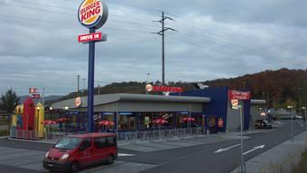 Einbrecher haben in der vergangen Nacht die «Burger King» Filiale hier in Lupfig heimgesucht.