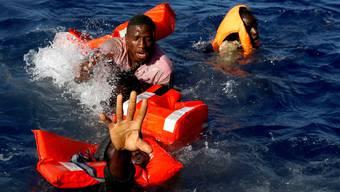 Wer flüchtet, erlebt Schlimmes. Andere Menschen sterben zu sehen oder Todesangst ausgesetzt zu sein, kann zu Traumafolgestörungen führen.