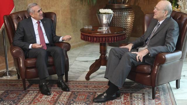 Libanons Präsident Suleiman (links) im Gespräch mit dem neuen Ministerpräsidenten Mikati
