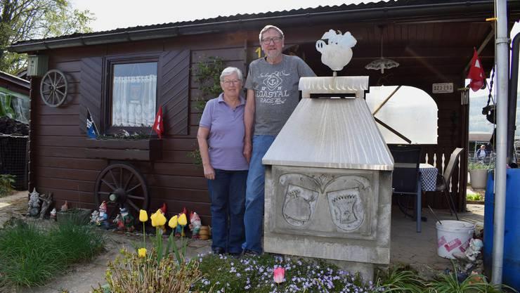 Roswitha und Heinz Mahrer geniessen die Zeit in ihrem Schrebergarten in Möhlin derzeit besonders.