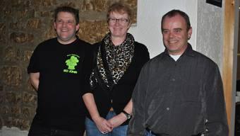 Tobi Schürch (Präsident MGV), Renate Erni (Vizezunftmeisterin FZR) und Daniel Erni (OK-Chef Narrentreffen, v.l.) freuen sich auf die Fasnacht.