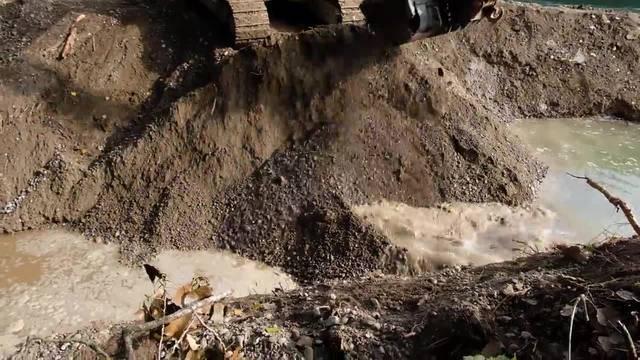 Historisch: Hier durchbricht die Limmat den Damm und fliesst in die Grien-Insel