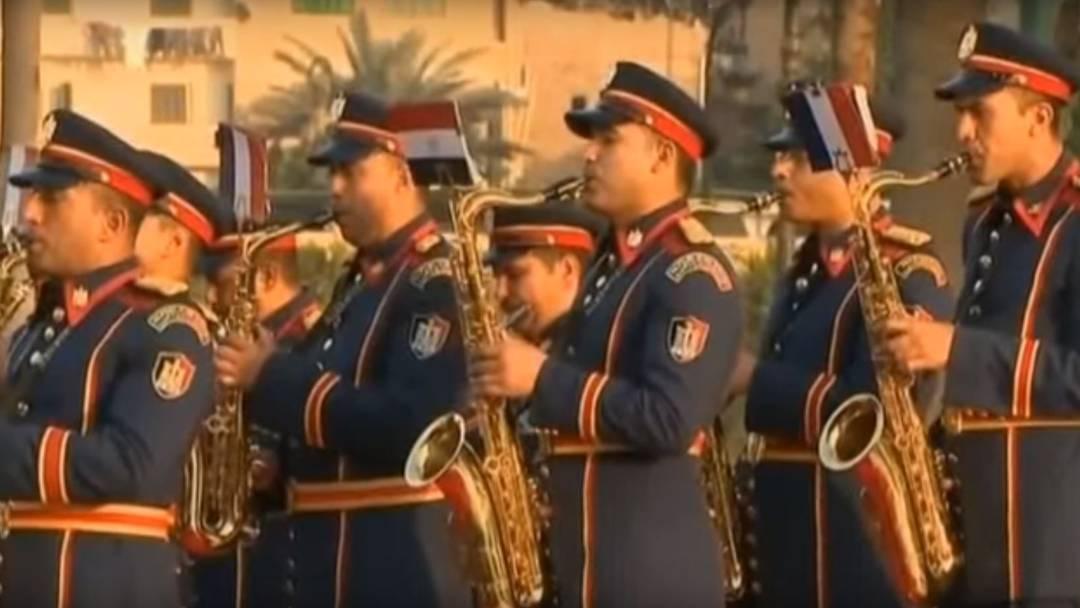In Frankreich wird das Spiel der ägyptischen Militärkapelle als «Massaker» an der Marseillaise bezeichnet.