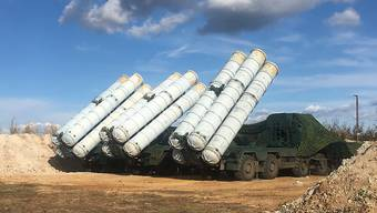 Startrampen des Luftabwehrsystems S-300 russischer Bauart. (Archivbild)