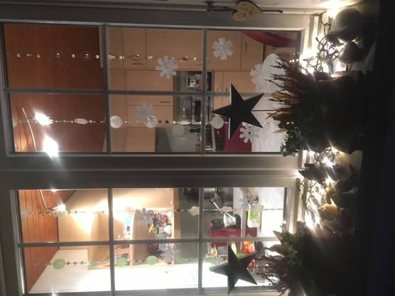 Das Weihnachtsfenster von Irène Kaiser am Tannenweg 6 in Derendingen