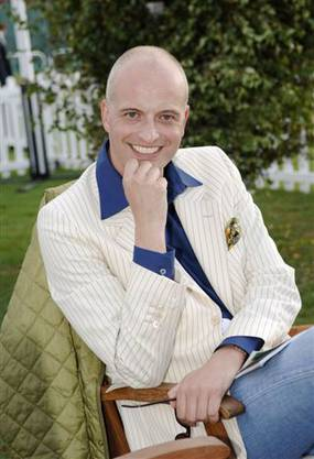 Andy C. Englert ist stv. Chefredakor des deutschen Magazins «Die Frau im Spiegel» und «FIS Royal». Der 54-Jährige ist seit mehr als 15 Jahren der Experte für Königshäuser bei SRF.