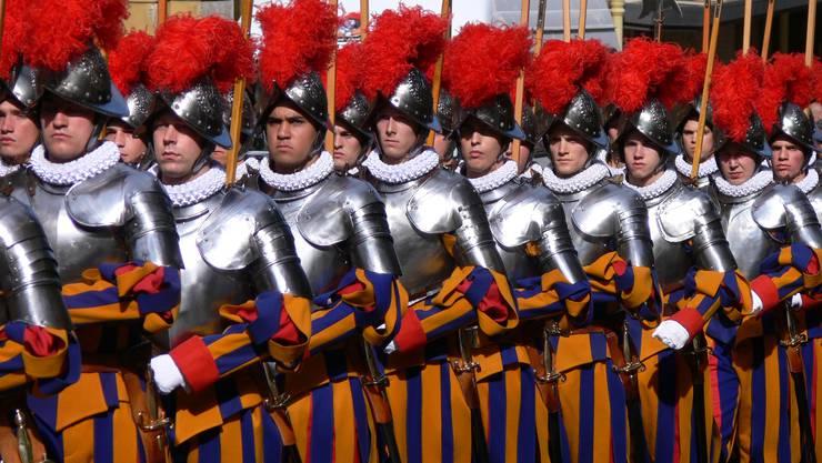Mehr als Folklore: Die Schweizergarde ist Teil des Sicherheitskonzeptes zum Schutz des Papstes.
