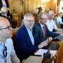 Sie sind durch den Gang getrennt: In der achtköpfigen EVP-Fraktion sitzen vier Mitglieder auf der linken Seite des Rats und vier auf der rechten. Fraktionspräsident Markus Schaaf ist der vierte von links.