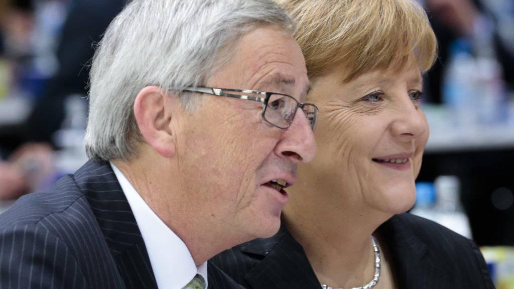 EU-Kommissionschef Jean-Claude Juncker bringt die deutsche Kanzlerin Angela Merkel für ein Amt auf der EU-Ebene ins Spiel. (Archivbild)