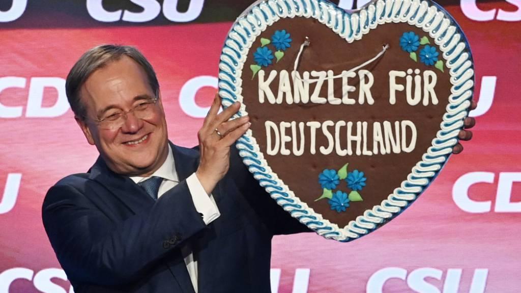 dpatopbilder - Armin Laschet, Kanzlerkandidat der Union, bei einem Auftritt in München. Foto: Sven Hoppe/dpa