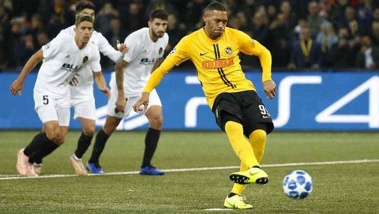 Guillaume Hoarau schiesst den Elfmeter zum historischen ersten YB-Tor in der Champions League.