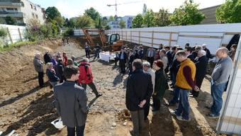 Bereits im April ist der Spatenstich erfolgt, nun wurde auch der Grundstein gelgegt.