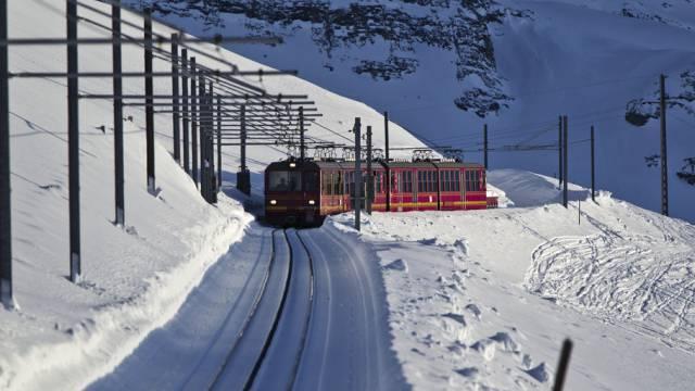 Unterwegs durch den Schnee: Zug der Jungfraubahn-Gruppe (Archiv)