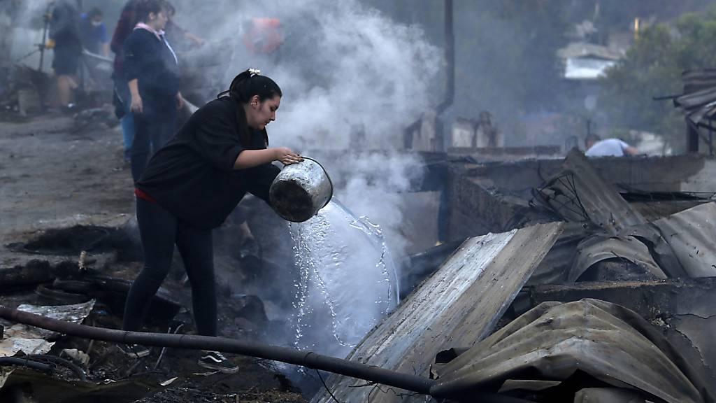 Feuersbrunst zu Weihnachten: 245 Häuser in Chile beschädigt