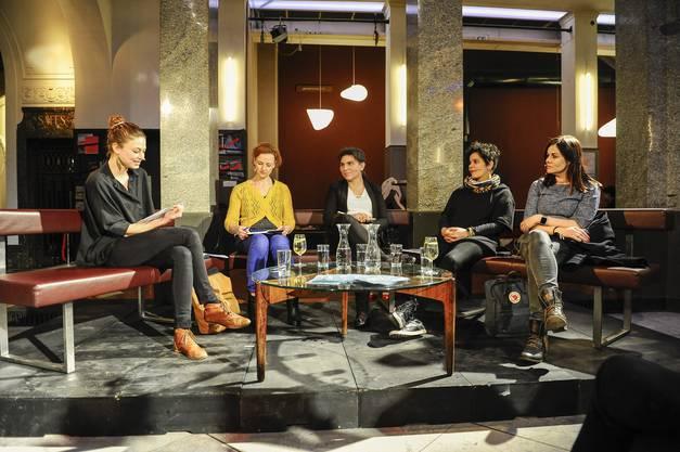 Am Dienstag diskutierten mit Moderatorin Franca Schaad (ganz links) Franziska Schutzbach, Domenica Priore, Rahel El-Maawi und Jolanda Spiess-Hegglin.