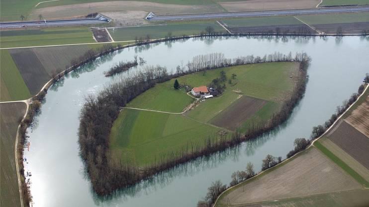 Einzigartig: Die von Familie Antener bewohnte Aareinsel in Selzach, rund 5 km aareaufwärts von Solothurn.