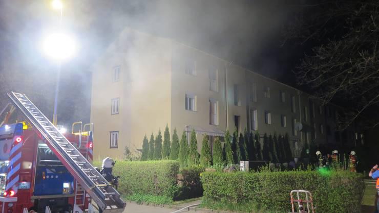 Schon am Sonntag brannte es im Mehrfamilienhaus an der Rheinstrasse (Bild). Am Montag musste die Feuerwehr wieder an dieselbe Adresse ausrücken.
