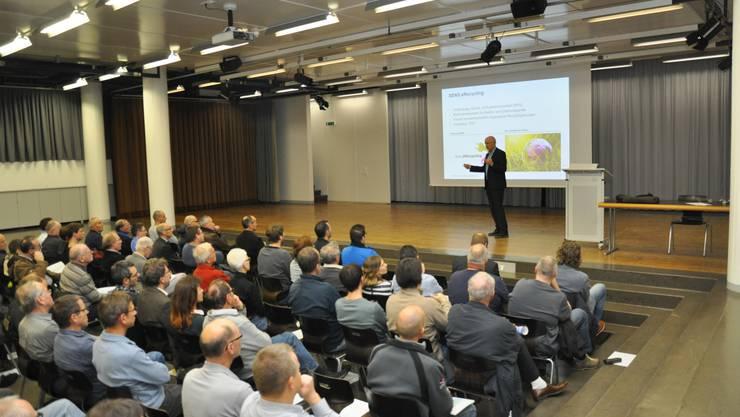 An die 90 Interessierte waren ins Bildungszentrum Zofingen gekommen, um aktuelle Informationen zur Photovoltaik zu bekommen.