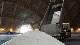 Im Saldome2 wird das erste Streusalz für den Winterdienst eingelagert