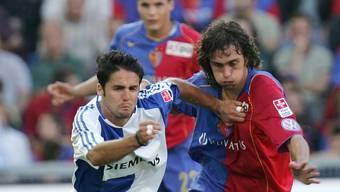 Ricardo Cabanas gegen Matias Delgado. Der eine flog vom Platz, der andere traf zum 1:0 für den FCB.