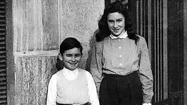 Margit Fern mit ihrem Bruder Arno 1947 in Lyon. Margit und Walter Strauss-Fern um 2010.