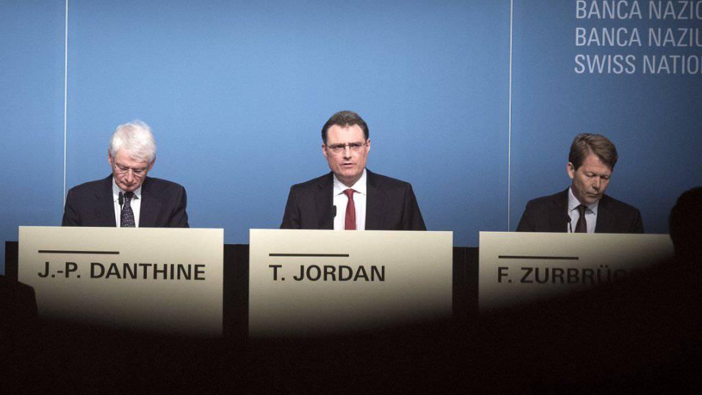 Das Direktorium der Schweizerischen Nationalbank hat vor einem Jahr mit seinem Paukenschlag die ganze Schweizer Wirtschaft in Turbulenzen gestürzt. (Archiv)