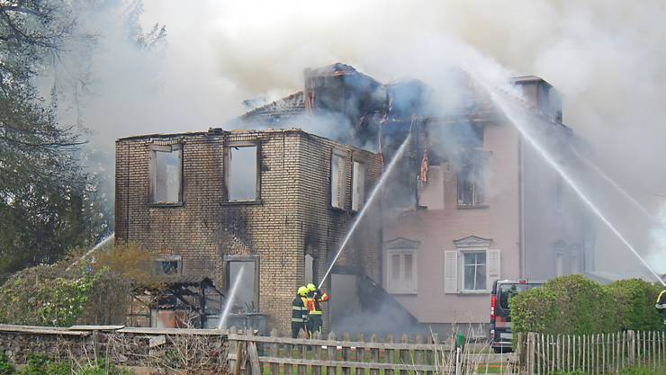 Nach dem Brand im April 2019 wurde in den Räumen des Mehrfamilienhauses in Salmsach TG ein 50-jähriger Mann tot aufgefunden. Er soll den Brand gelegt haben.