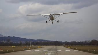 Erneut kam es am Grenchner Flughafen zu einer gefährenlichen Annäherung zwischen zwei Flugzeugen. (Archiv)