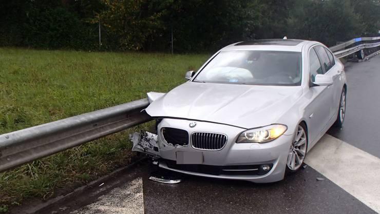 Ein Autofahrer fuhr betrunken in eine Leitplanke (Symbolbild).