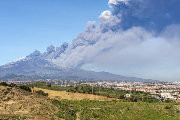 Der grösste Vulkan Europas stiess eine grosse und dichte Aschewolke in den Himmel.