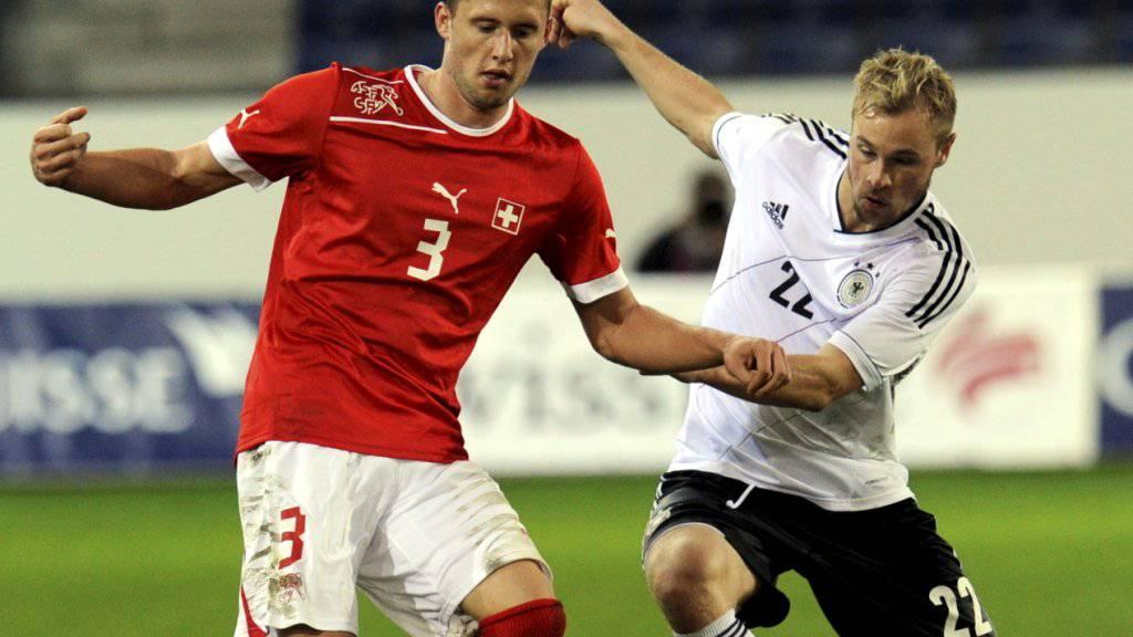 Fabio Daprela (links), im Bild 2012 in Luzern an einem EM-Qualifikationsspiel der Schweizer U21-Auswahl gegen Deutschland, spielt neu für Lugano