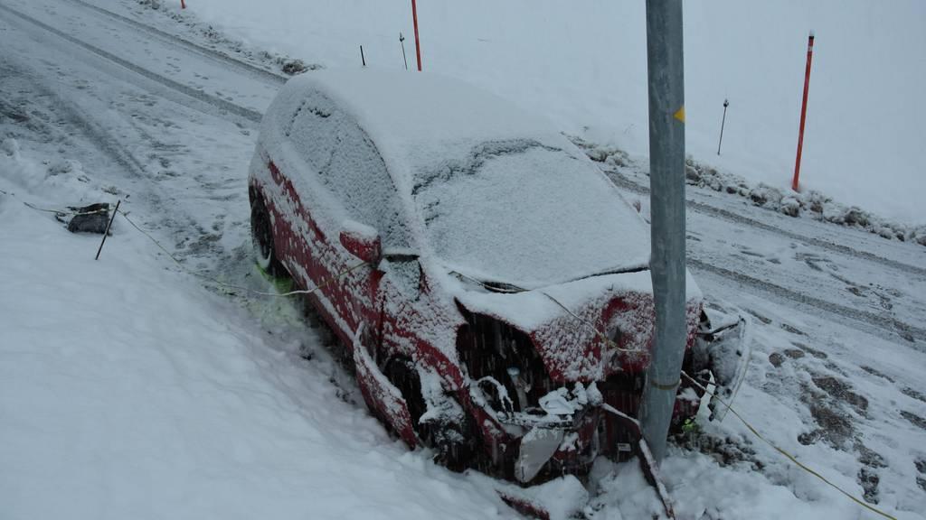 Frauen retten sich mit Sprung aus fahrendem Auto – ein Dutzend Unfälle wegen Schnee