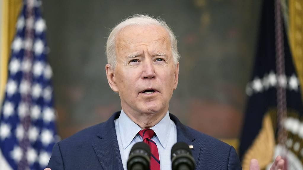Joe Biden, Präsident der USA, stellt sich bei der ersten formellen Pressekonferenz seiner Amtszeit den Fragen von Journalisten. Foto: Patrick Semansky/AP/dpa
