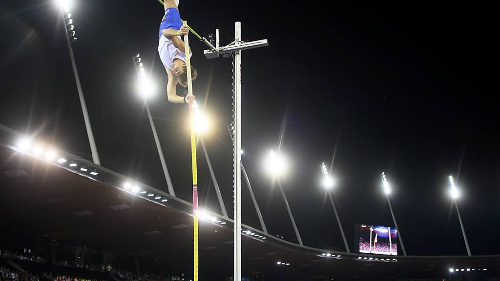Armand Duplantis versucht sich an seinem eigenen Weltrekord - letztlich siegt der schwedische Olympiasieger mit 6,06 m