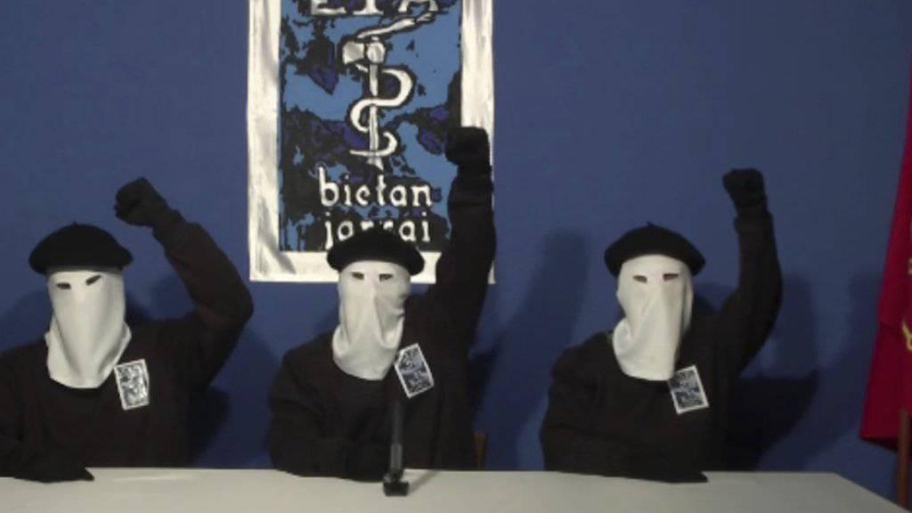 ETA-Führungsmitglieder im Oktober 2011 bei einem Medienauftritt an unbekanntem Ort.