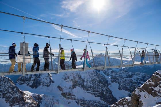 Cliff-Walk auf dem Titlis – Länge: 100 Meter Abgrund: 500 Meter Eröffnung: 2012