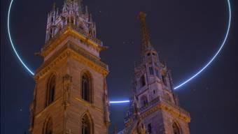 Das ist kein Heiligenschein über dem Münster und auch kein Photoshop-Effekt, sondern eine kreisende Drohne.