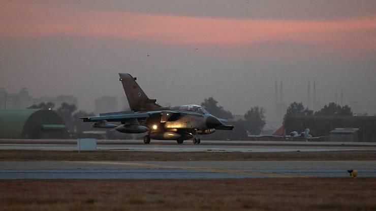 Deutscher Tornado-Aufklärungsjet landet im türkischen Incirlik (Archiv)