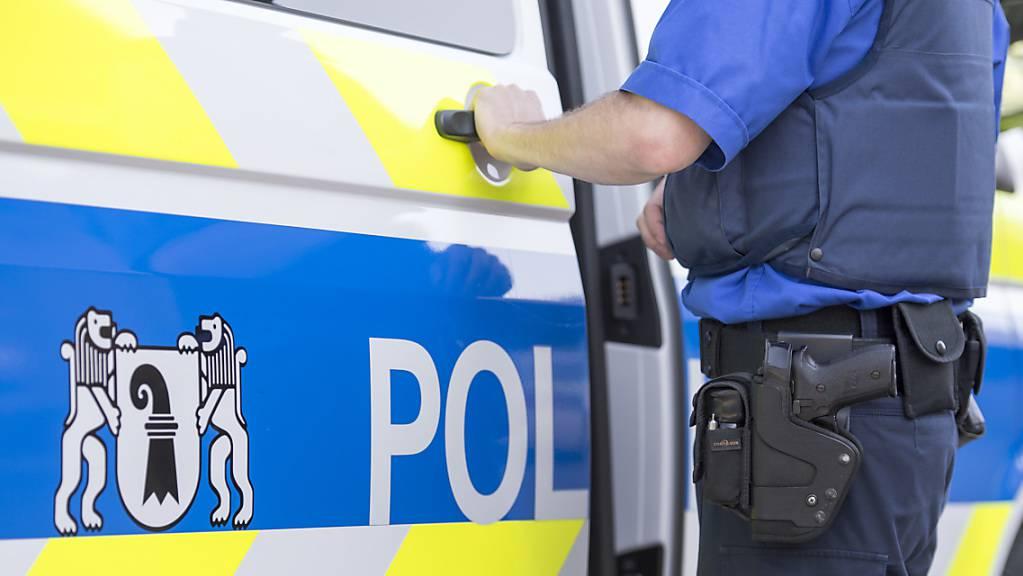 Kantonspolizei: In Basel musste am Sonntagabend eine Liegenschaft geräumt werden, weil die Anwohner merkwürdige Gerüche und Schwierigkeiten beim Atmen bemerkt hatten. (Archivbild)