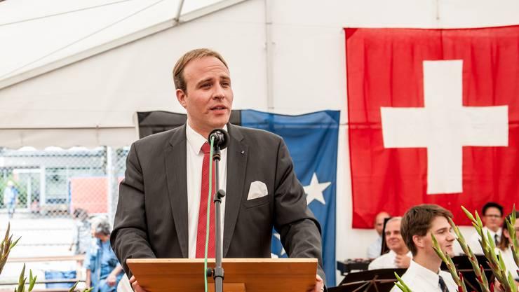 Grossratspräsident Marco Hardmeier spricht an der Bundesfeier in Wettingen. 1