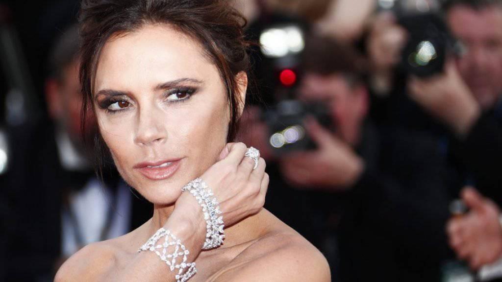 """Die Modedesignerin Victoria Beckham wird 2017 von der Queen zum """"Offizier des Ordens des Britischen Empires"""" geschlagen (Archiv)"""