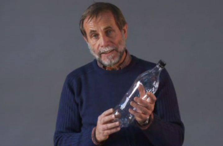 Martin Wegelin erzählt, weshalb er eine Methode zur Reiniung von Trinkwasser suchte und wie mit Hilfe von PET-Flaschen und Sonnenlicht Durchfallerkrankungen vermieden werden können.