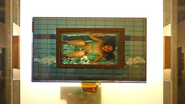 In der Kunstvitrine vor dem Metron-Gebäude am Gleis1 in Bruggist ein neues Kunstwerk ausgestellt: «Fahrwasser» von Marck.
