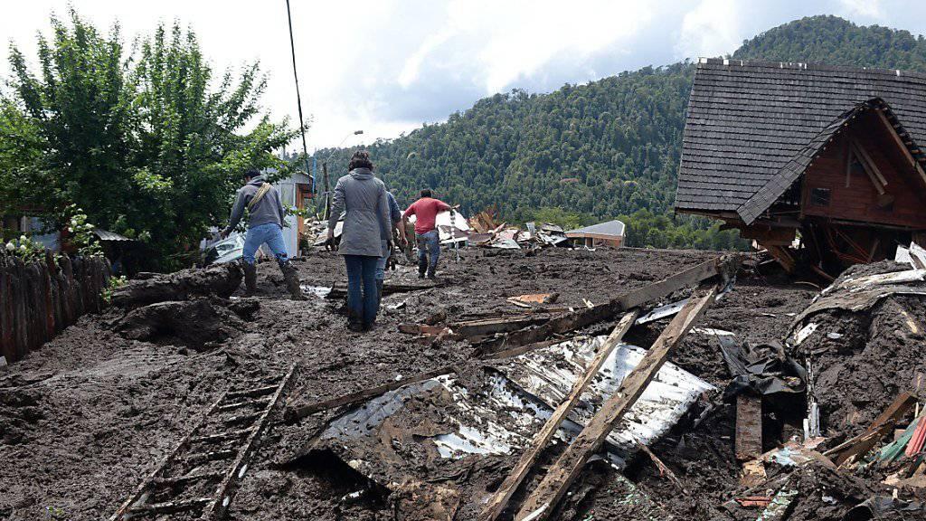 Trümmer nach dem Erdrutsch in einem Bergort in Chile.