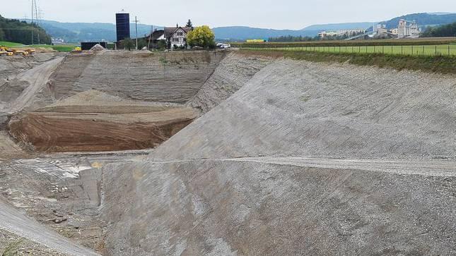 Die Kiesgrube in Weiach. Der Arbeitsunfall ereignete sich in einer Werkhalle der Kieswerke Weiach AG.